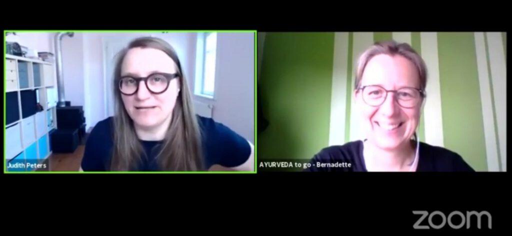 zwei Bildschirme, links Judith Peters Sympatexter, rechts Bernadette